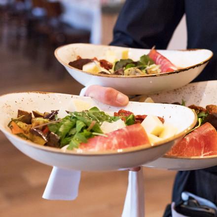 Essen gehen in Stuttgart, ob Mittagessen oder Abendessen - besuchen Sie uns am Kurpark